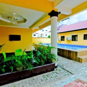 Yellow vacated house for SP